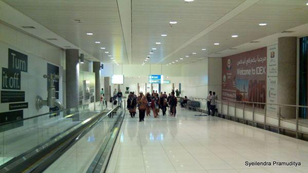 Rombongan Umrah asal Indonesia di Abu Dhabi Airport