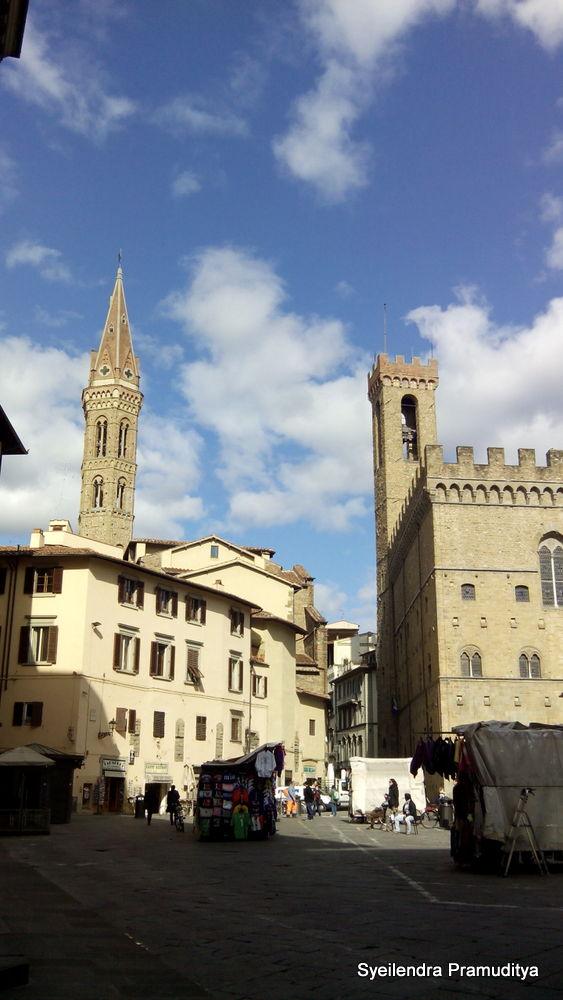 Palazzo Vecchio (sebelah kanan)
