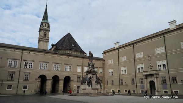 Sebuah square di sekitar Residenzplatz